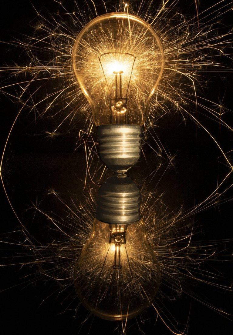 Light Bulb Lighting Incandescent  - zwi1975 / Pixabay